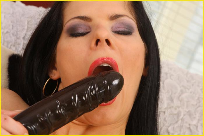 Dildo Telefonsex, große Sextoys in den Löchern der Frauen